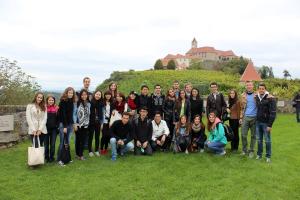 45 országból érkezett diákok csapata, köztük Husz Attilával.