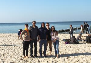 Simon Barbara és társai az Északi-tenger partján